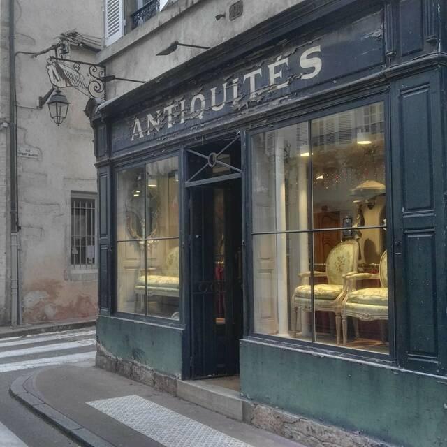 Antiquitätenhändler  Beaune