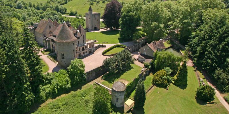 Le château de Couches et les vignes
