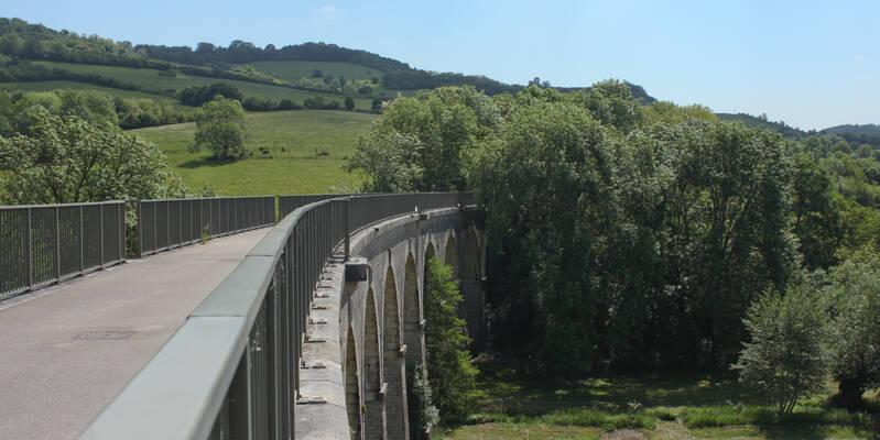 Die Aussicht vom Viadukt von Cormot